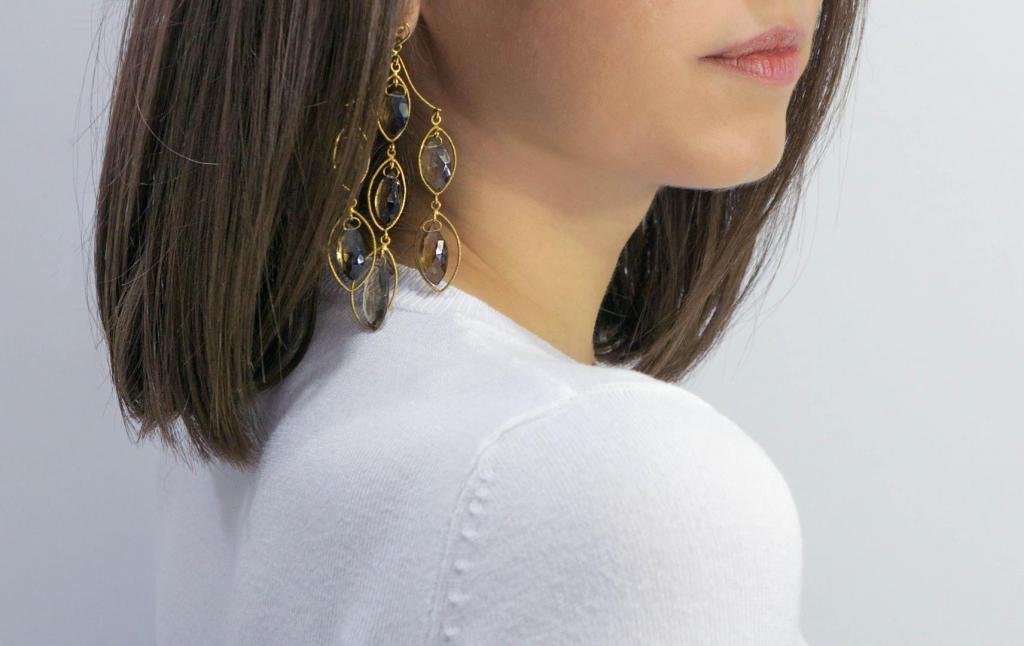 εκκεντρικά μεγάλα σκουλαρίκια με χρωματιστές πέτρες