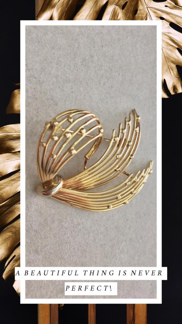 χρυσή γυναικεία καρφίτσα