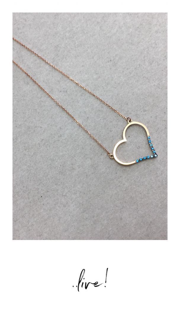 κολιέ σε σχήμα καρδιάς με μπλε λεπτομέρεια